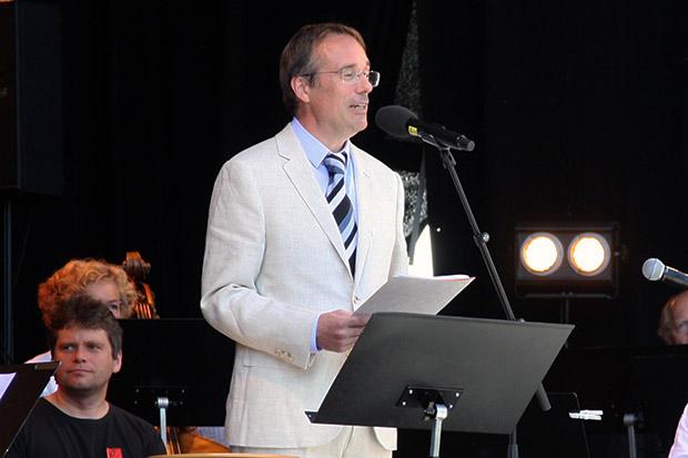 Glad rektor på semesteropning hausten 2015