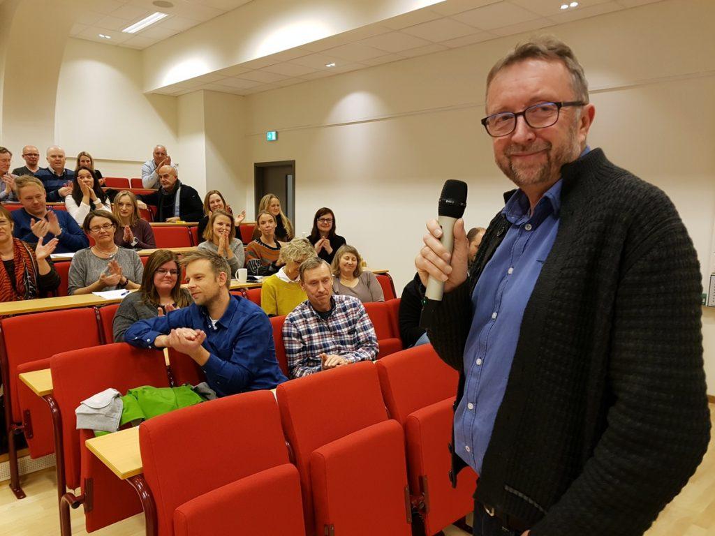 Dekan Arne Myklebust slapp GLU-nyhende på allmøtet 23. november.